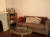 Nice twin share room in a new painted house in the city(female