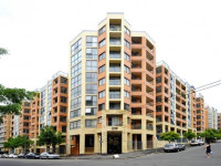 Pyrmont: 1 guy for a twin room