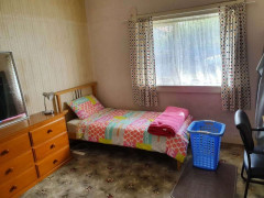 Lady to rent  BIG Room ( own r