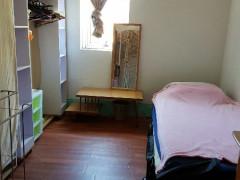ローカルに人気のNewtown近くで女性部屋が空いています!