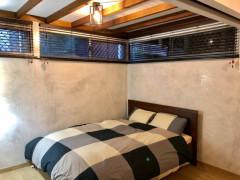 「カップルOK」広いオウンルームで個人用バスルーム、ガレージ