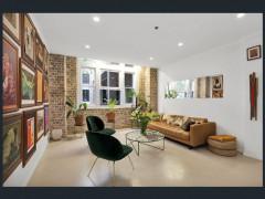 Bright large Studio apartment