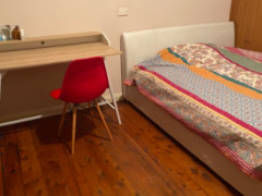 クイーンベッドオウンルーム$150- 子供と猫が大丈夫な女性