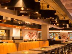City にある和式焼き肉レストランでホールスタッフ募集