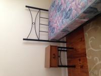シングルベッド・サイドテーブル・