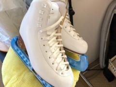スケートシューズ $250