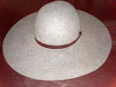 H&M 帽子 $10 -->$5