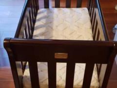赤ちゃん用タイヤ付きベッド (バシネット)