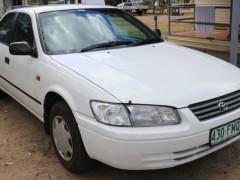 2000年トヨタ・カムリ $2500