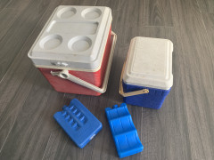 クーラーボックスと保冷剤