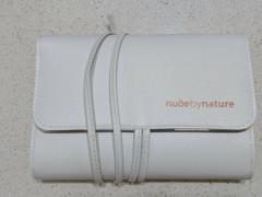 $9 未使用!NUDE by Nature ブラシケース白