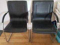 黒い本革の椅子  $15