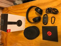 ほぼ新品beats solo3 wirelessヘッドホン