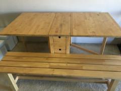 折り畳みダイニングテーブルとベンチ