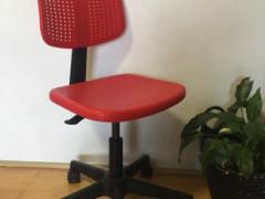 IKEA デスク用の椅子 (レッド)   値下げ $12