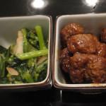 Tちゃん作「鶏肉ミンチのミート・ボール」と「青菜と豚肉のピリ辛炒め」