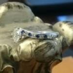 ダイヤモンドとブルーサファイヤの婚約指輪