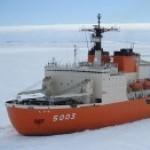 氷を割って進む、南極観測船「しらせ」がシドニーに寄港!