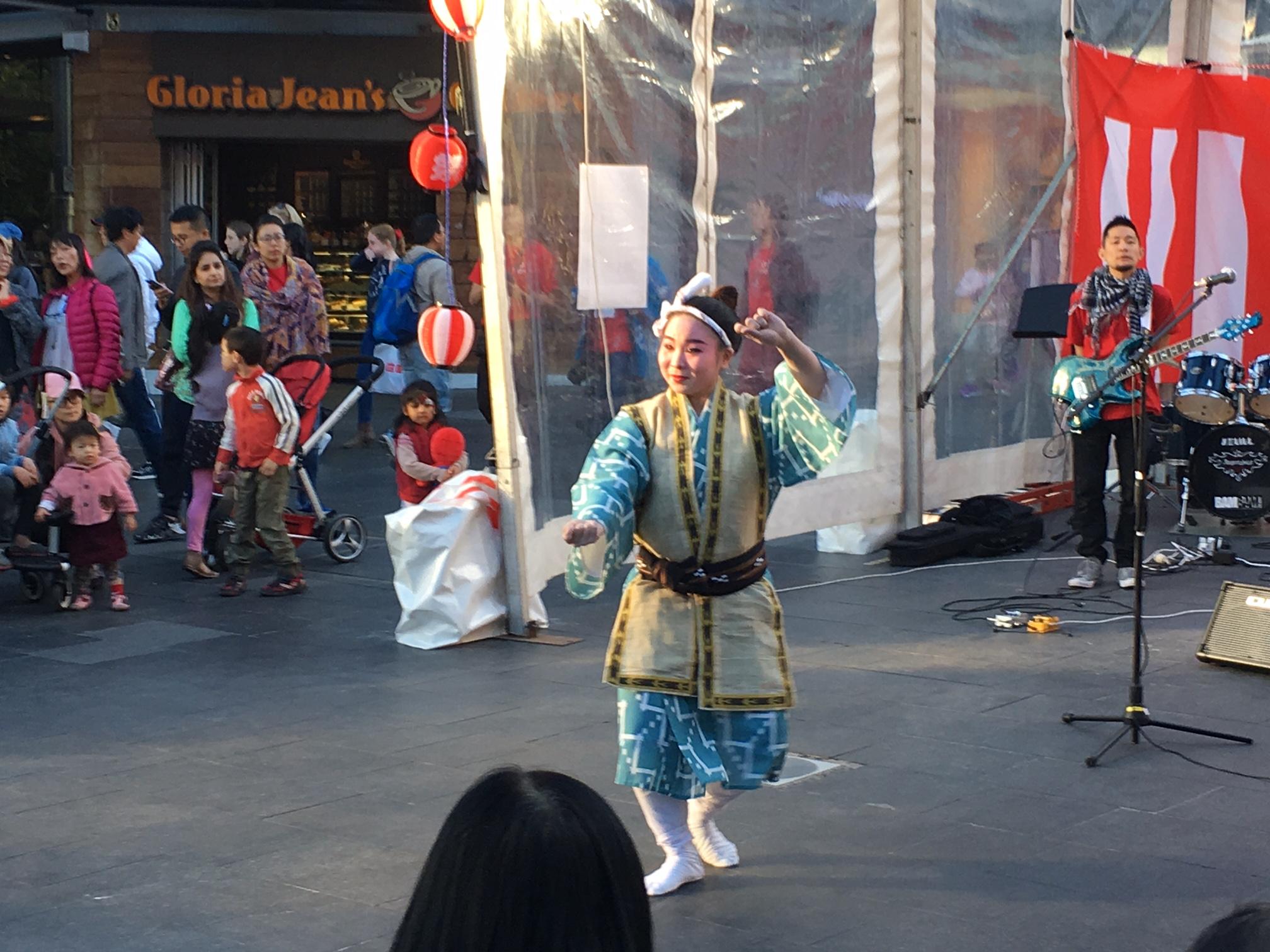 「豪州かりゆし会」がパフォーマンス披露 祭り in ウィロビ…