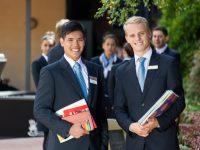 ホテルスクールランキング1位!働きながら二年半でホテル学士号を習得!