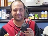 黒羊は未来を創る⁈ 3Dプリンター製の義手をプレゼント
