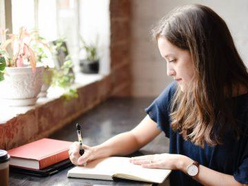 英語での「メール・手紙」の表現方法と「過去形」の意味を解説