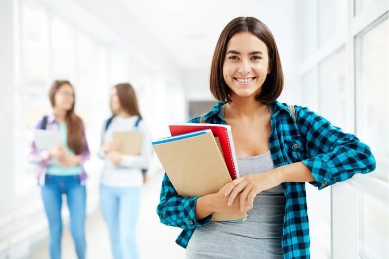 学生ビザの切替・延長に加入必須の学生保険を安く抑えるには?