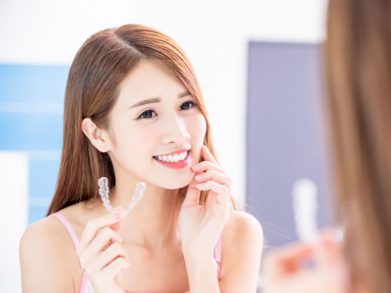 歯列矯正後の後戻りの原因と対策は何?インビザラインの相談無料