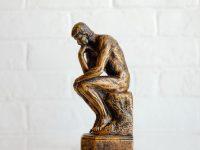 自分の考えをあるがままに受け入れて心を柔軟にする心理療法